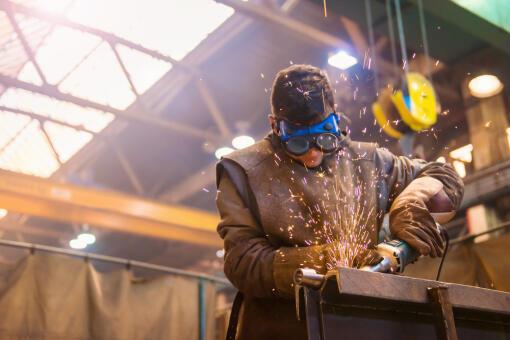 a38c93d08419a Obrazujący aktywność w przemyśle wskaźnik PMI dla Polski w maju spadł do  52,7 punktów z 54,1 punktów w kwietniu - podała firma badawcza Markit.