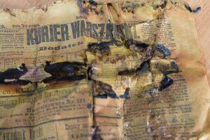 Gazety sprzed 100 lat  na budowie metra