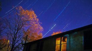 Pozostałości komety Halleya na niebie. Mamy jeszcze szansę zobaczyć Orionidy