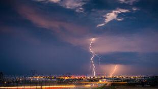 Podwyższono ostrzeżenie przed burzami dla Podlasia. W środę pogoda też może być groźna